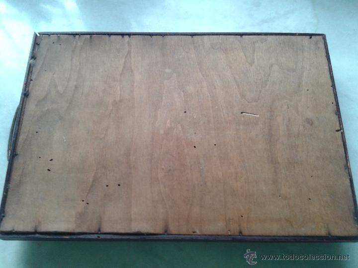 Antigüedades: BANDEJA CON ASAS, BORDE DE MADERA Y PINTURA A MANO TIPO ORIENTAL. PRINCIPIO DEL SIGLO XX - Foto 5 - 52901421