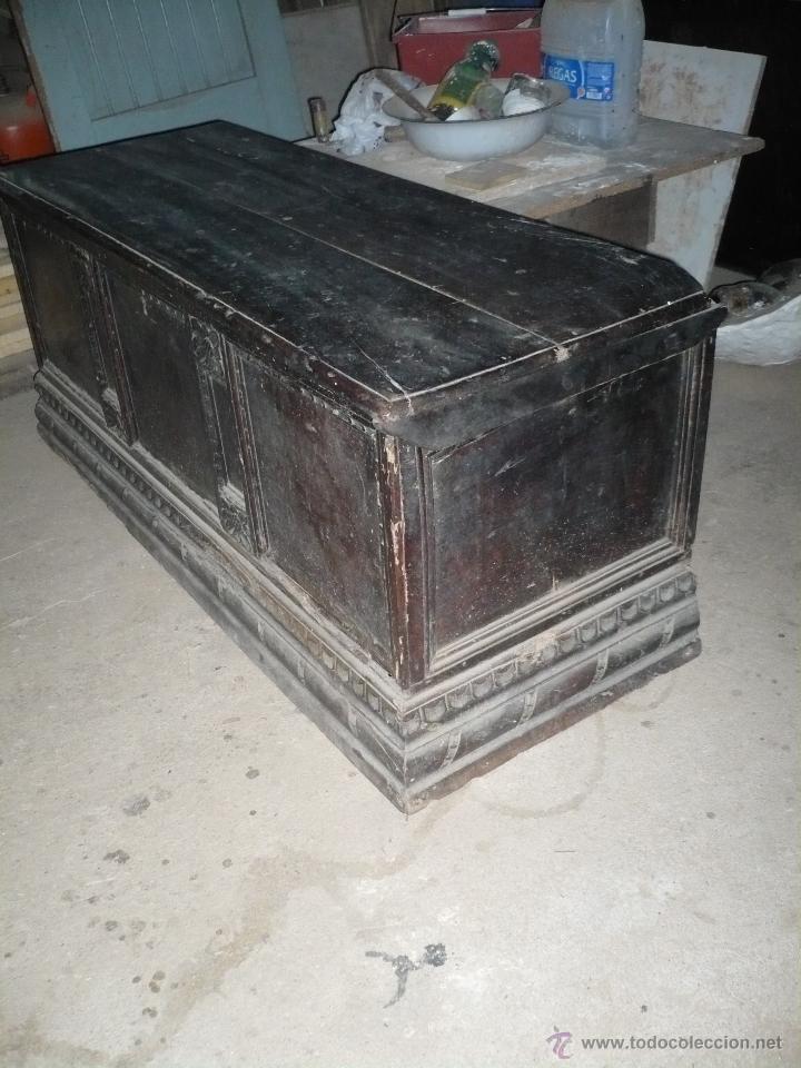 Antigüedades: Arca o caja de novia catalana de Nogal del S. XVIII ocasión. a restaurar pero buen estado. - Foto 2 - 52904342