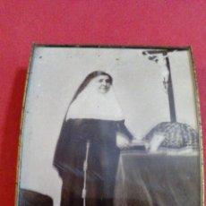 Antigüedades: PORTAFOTO CON IMAGEN DE MONJA, SOR ANGELA DE LA CRUZ, 1846-1932. Lote 52905923