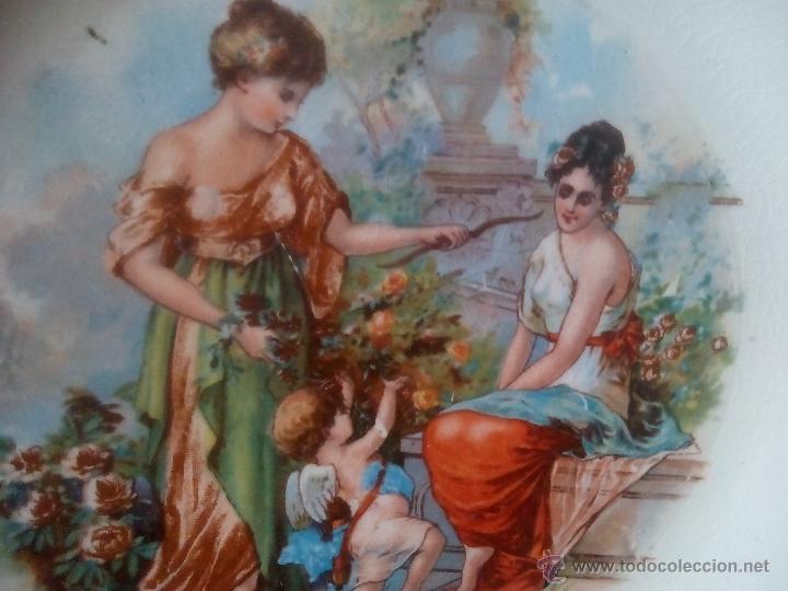 Antigüedades: 2.QUE BELLEZA. PLATO LA ASTURIANA. MARIANO POLA. GIJON. DAMAS Y CUPIDO EN JARDIN. RARO. FINAL XIX - Foto 4 - 52909757