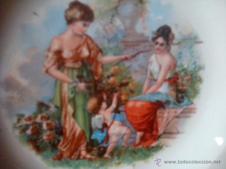 Antigüedades: 2.QUE BELLEZA. PLATO LA ASTURIANA. MARIANO POLA. GIJON. DAMAS Y CUPIDO EN JARDIN. RARO. FINAL XIX - Foto 5 - 52909757