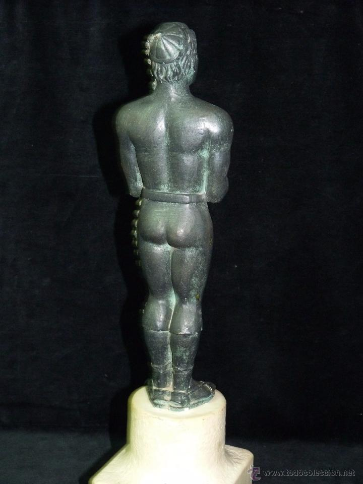 Antigüedades: ESCULTURA DE RESINA PATINADA EN BRONCE. CABALLERO ESPADA LABRADOR BANDOLERO OSCAR 34 cm. - Foto 4 - 52928423