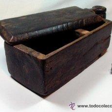 Antigüedades: ANTIGUO SALERO EN MADERA TALLA GEOMETRICA ETNOGRAFIA ASTURIAS. Lote 52932063