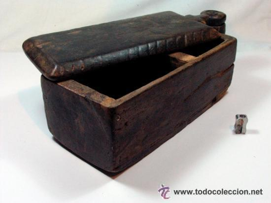 Antigüedades: ANTIGUO SALERO EN MADERA TALLA GEOMETRICA ETNOGRAFIA ASTURIAS - Foto 2 - 52932063