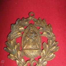 Antigüedades: ANTIGUA MEDALLA DE PRICIPIOS DEL SIGLO XX CON IMAGEN DE NTRA SRA ESCARDIEL. Lote 52932395
