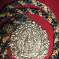 Antigüedades: MEDALLA CON CORDON DE LA HDAD DE NTRA SRA DE REGLA DEL PINAR - CHIPIONA. Lote 52933699