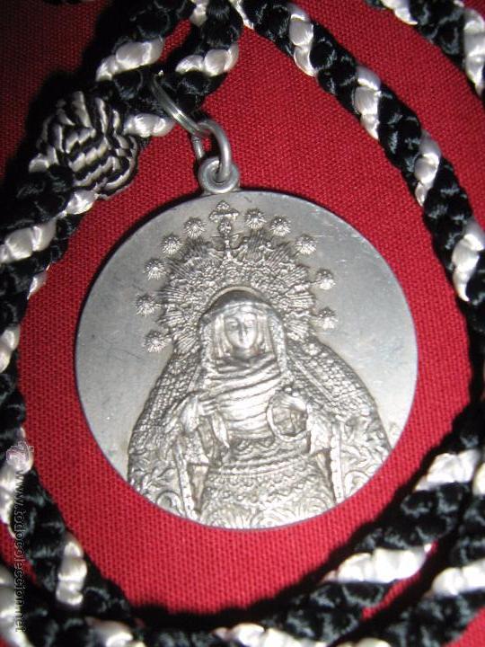 SEMANA SANTA SEVILLA - ANTIGUA MEDALLA 4º - IV CENTENARIO HDAD SOLEDAD SAN LORENZO - 1557/1957 (Antigüedades - Religiosas - Medallas Antiguas)