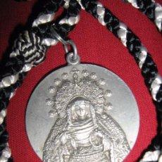 Antigüedades: SEMANA SANTA SEVILLA - ANTIGUA MEDALLA 4º - IV CENTENARIO HDAD SOLEDAD SAN LORENZO - 1557/1957. Lote 52933873