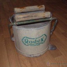 Antigüedades: CUBO RODEX FREGASUELOS ORIGINAL. Lote 52940729
