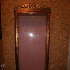 Antigüedades: VITRINA ESTILO LUIS XV ESTILO IMPERIO AL PAN DE ORO. Lote 52948733