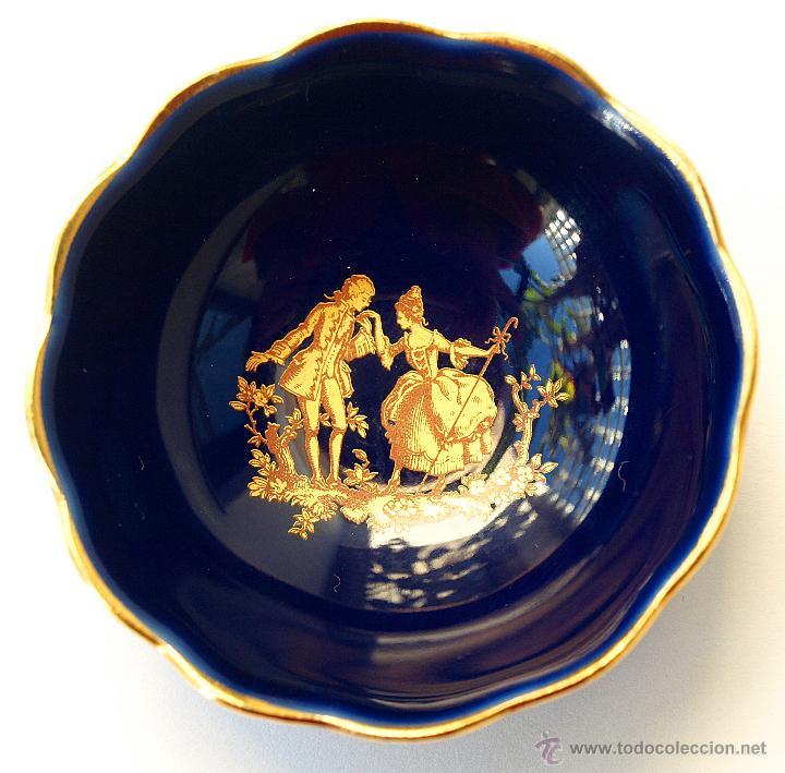 PEQUEÑO CUENCO O PLATO A DE PORCELANA AZUL Y ORO DE LIMOGES. SELLADO. 6,5 CM. VER FOTOS Y DESCRIPCIO (Antigüedades - Porcelana y Cerámica - Francesa - Limoges)
