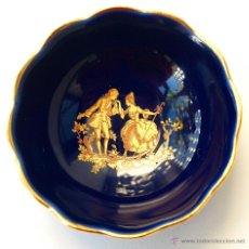 Antigüedades: PEQUEÑO CUENCO O PLATO A DE PORCELANA AZUL Y ORO DE LIMOGES. SELLADO. 6,5 CM. VER FOTOS Y DESCRIPCIO. Lote 75162410