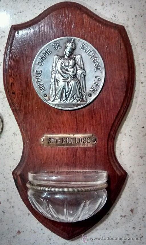 ANTIGUA BENDITERA RELIGIOSA CON LA VIRGEN NOTRE DAME D BUGLOSE PROCEDENTE DE FRANCIA AÑOS 30 FIRMADA (Antigüedades - Religiosas - Benditeras)