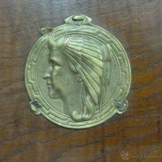 Antigüedades: CAMA DE MADERA DE CASTAÑO CON APLAQUES DE BRONCE. Lote 52962234