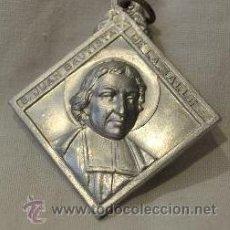 Antigüedades: ESCAPULARIO ROMBO GRANDE SAN JUAN BAUTISTA - INMACULADA EN PLATA DE LEY MACIZO - 45X45MM. Lote 52968047