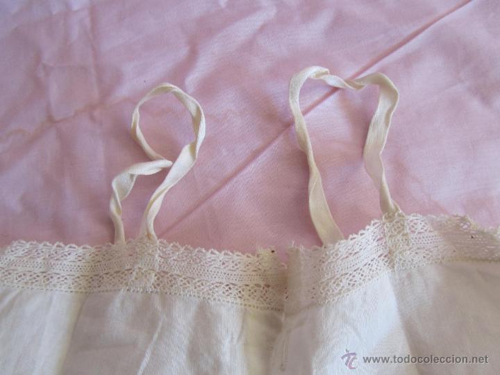 Antigüedades: Vestido de tirantes de hilo para bebé con encaje de bolillos - Foto 2 - 52968311