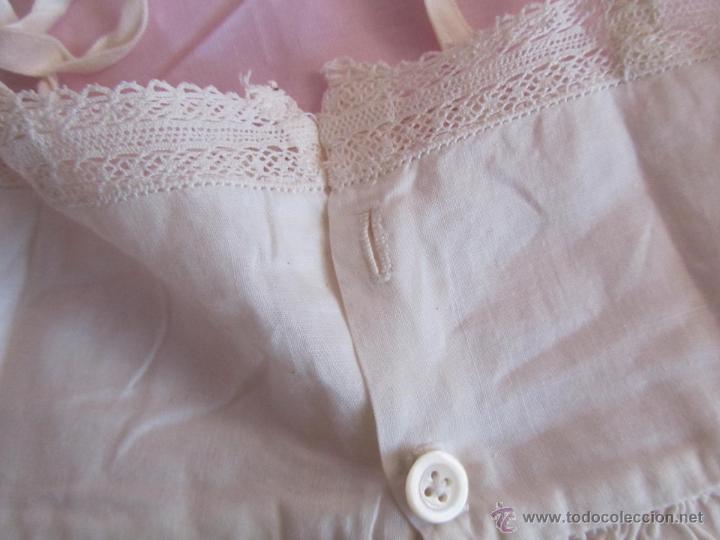 Antigüedades: Vestido de tirantes de hilo para bebé con encaje de bolillos - Foto 3 - 52968311