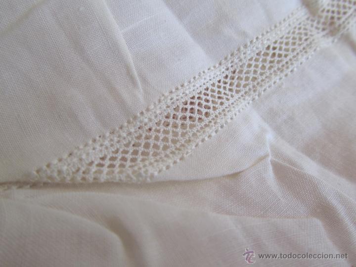 Antigüedades: Vestido de tirantes de hilo para bebé con encaje de bolillos - Foto 7 - 52968311