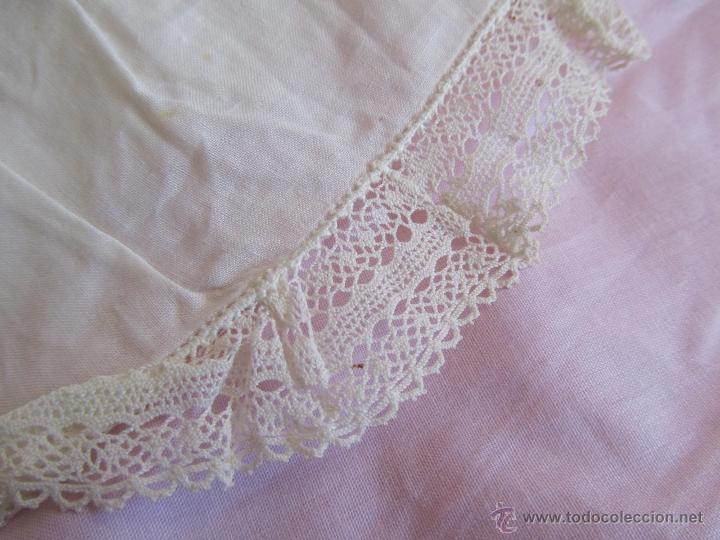 Antigüedades: Vestido de tirantes de hilo para bebé con encaje de bolillos - Foto 8 - 52968311