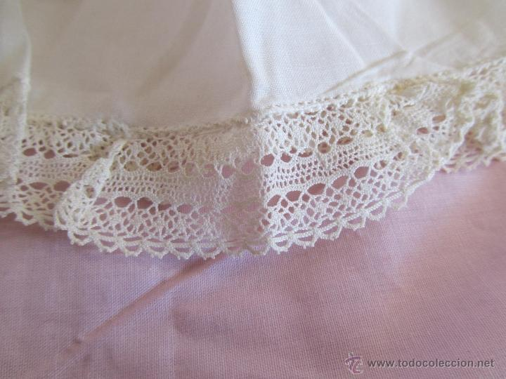 Antigüedades: Vestido de tirantes de hilo para bebé con encaje de bolillos - Foto 9 - 52968311