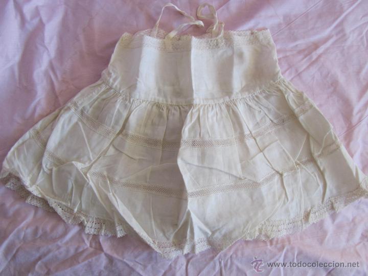Antigüedades: Vestido de tirantes de hilo para bebé con encaje de bolillos - Foto 10 - 52968311