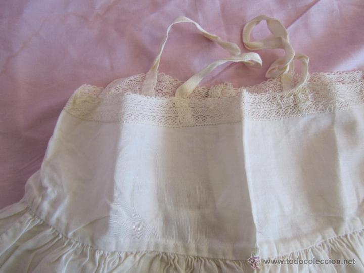Antigüedades: Vestido de tirantes de hilo para bebé con encaje de bolillos - Foto 11 - 52968311