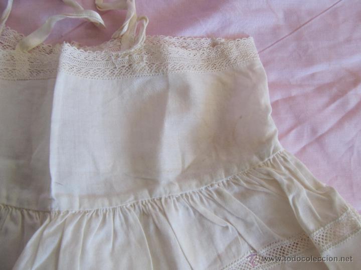 Antigüedades: Vestido de tirantes de hilo para bebé con encaje de bolillos - Foto 12 - 52968311
