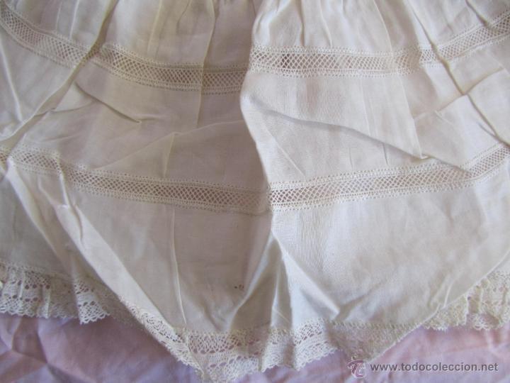 Antigüedades: Vestido de tirantes de hilo para bebé con encaje de bolillos - Foto 14 - 52968311