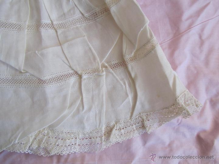 Antigüedades: Vestido de tirantes de hilo para bebé con encaje de bolillos - Foto 15 - 52968311