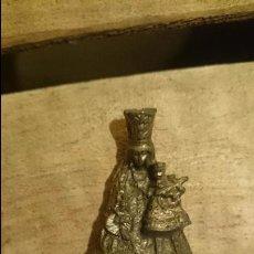 Antigüedades - pequeña virgen de metal, 5,5cm de altura - 52971967