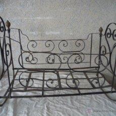 Antigüedades: CUNA ANTIGUA DE HIERRO.TODO ORIGINAL.COMPLETA. Lote 52998240