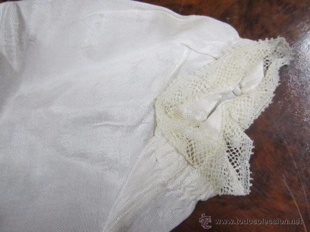 Antigüedades: Antiguo faldón o traje de acristianar, con gorrito. - Foto 5 - 53005365