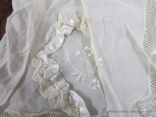 Antigüedades: Antiguo faldón o traje de acristianar, con gorrito. - Foto 8 - 53005365