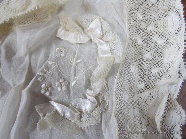 Antigüedades: Antiguo faldón o traje de acristianar, con gorrito. - Foto 9 - 53005365