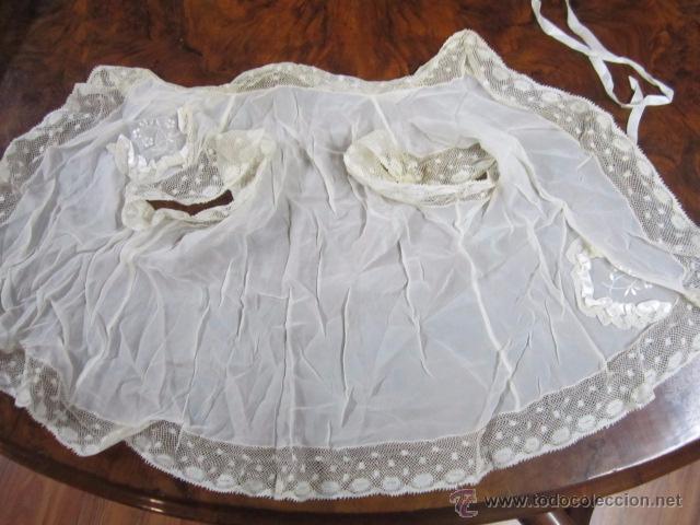 Antigüedades: Antiguo faldón o traje de acristianar, con gorrito. - Foto 10 - 53005365