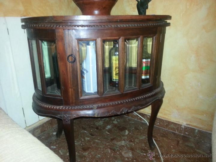 Antigua mesa licorera ovalada con dos puertas comprar for Mesas con puertas antiguas