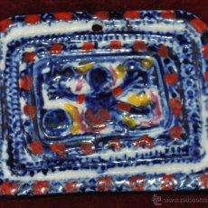 Antigüedades: MEDALLÓN EN CERÁMICA PINTADA DE SARGADELOS. Lote 53058512