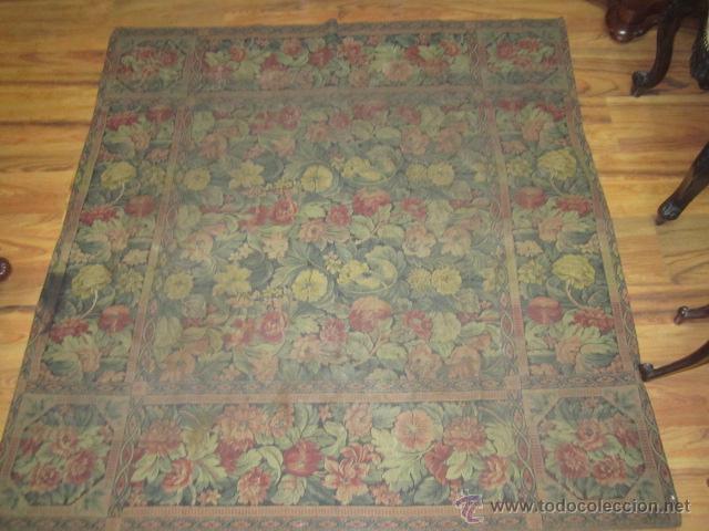 Antigüedades: Tapíz con motivos florales. Medida: 144 x 142 cms. - Foto 2 - 53069466