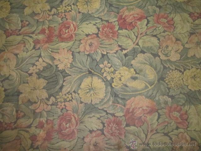 Antigüedades: Tapíz con motivos florales. Medida: 144 x 142 cms. - Foto 4 - 53069466