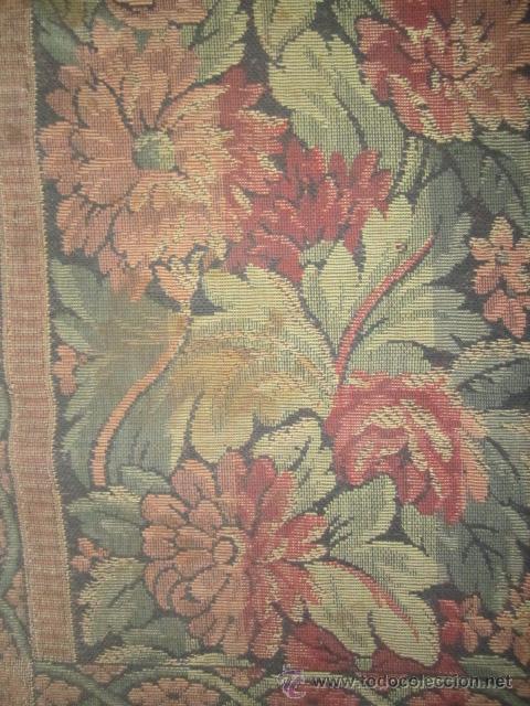 Antigüedades: Tapíz con motivos florales. Medida: 144 x 142 cms. - Foto 6 - 53069466