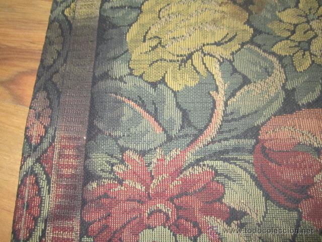 Antigüedades: Tapíz con motivos florales. Medida: 144 x 142 cms. - Foto 7 - 53069466