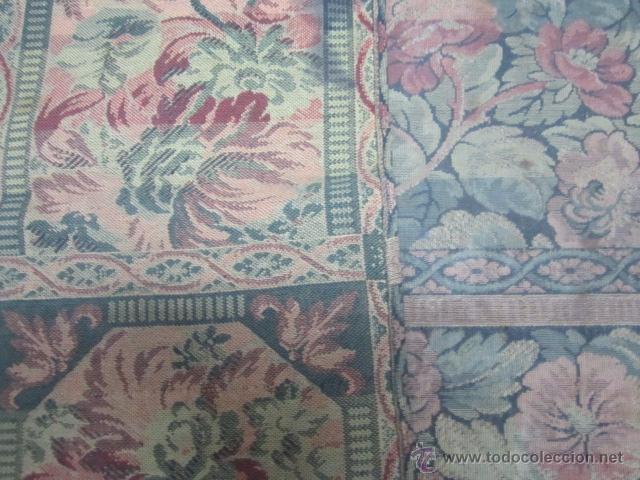 Antigüedades: Tapíz con motivos florales. Medida: 144 x 142 cms. - Foto 8 - 53069466