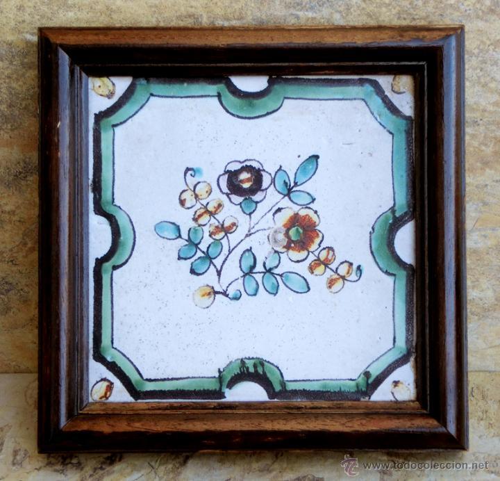 MUY BONITO AZULEJO ENMARCADO - PINTADO A MANO - VALENCIA - TEMÁTICA FLORAL - COLECCIÓN (Antigüedades - Porcelanas y Cerámicas - Azulejos)