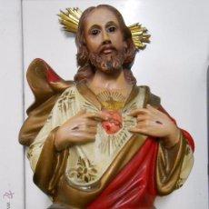 Antigüedades: CRISTO SAGRADO CORAZON HECHO EN ESCAYOLA.. Lote 53069988