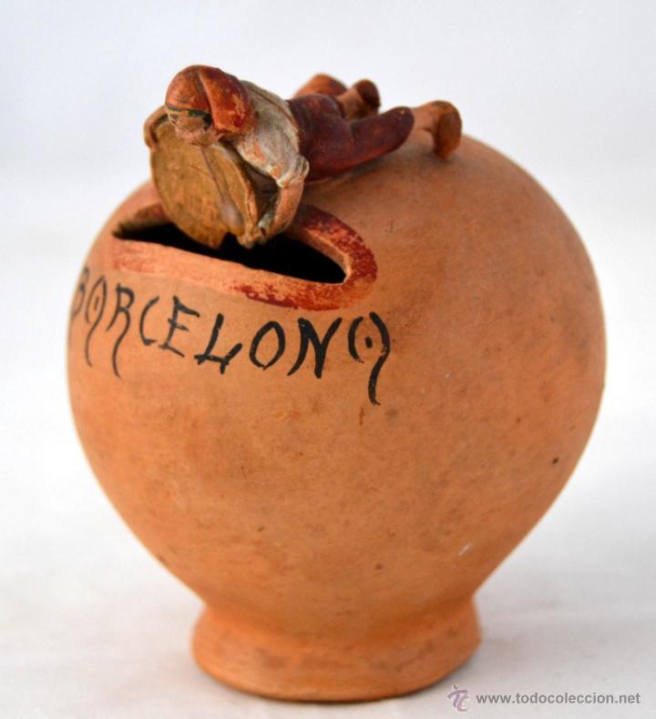 CURIOSISIMA HUCHA DE BARRO CON FIGURA DE CATALAN * BARCELONA * PESETA (Antigüedades - Porcelanas y Cerámicas - Otras)