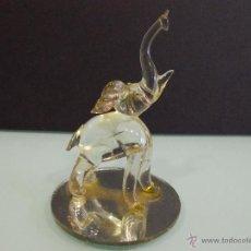 Antigüedades: ELEFANTE DE CRISTAL DE MURANO CON ESPEJO VINTAGE. Lote 53098672