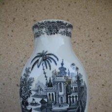 Antigüedades: JARRON PORCELANA LA CARTUJA SEVILLA PICKMAN 31CM. Lote 53100639