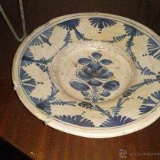 Antigüedades: PLATO CATALAN DEL SIGLO XVIII EN PORCELANA DE LOS LLAMADOS DE LA CIRERETA. Lote 53105379