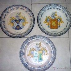 Antigüedades: TRES PLATOS DE TALAVERA DURÁN CON ESCUDOS HERÁLDICOS DE APELLIDOS GUZMÁN, GUTIÉRREZ Y ROMILLO. Lote 53110401