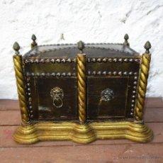 Antigüedades: PRECIOSA CAJA BAUL TIPO ARCA RELIGIOSA O SIMILAR, EN MADERA AL ORO Y METAL DORADO. Lote 53114180